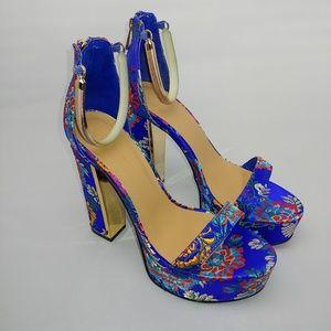 NWT Stunning Floral Platform Heels